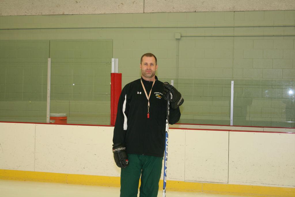 Ice Hockey Head Coach Matt Alvey elected into college's Hall of Fame