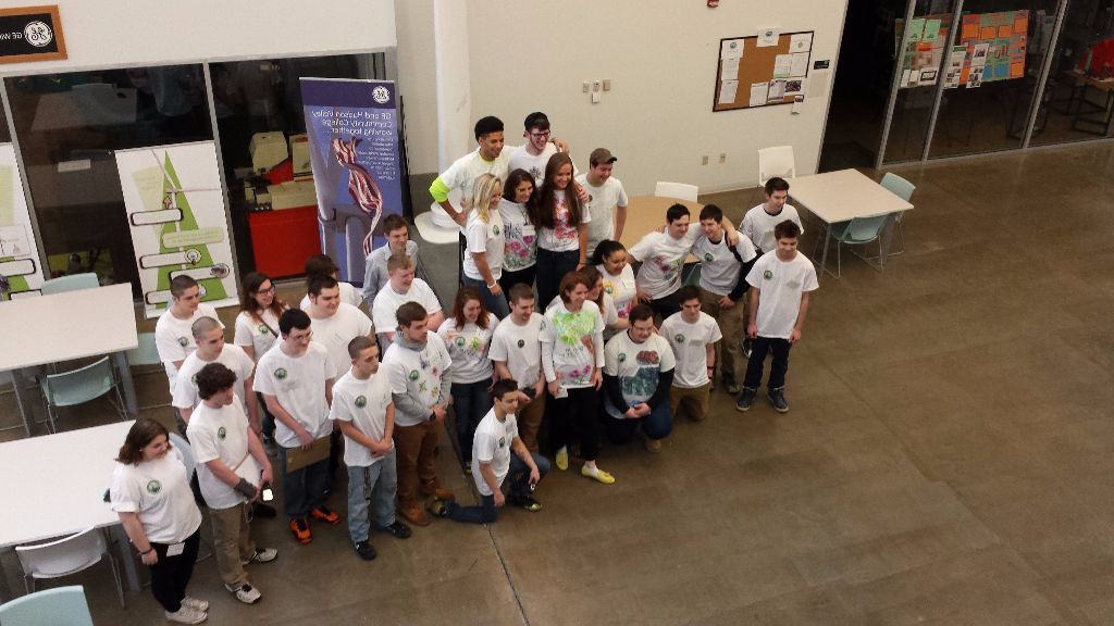 20150328_090527_ECHS_TEC-SMART_students_volunteering_at_The_Mystery_of_Color_Light_Heat_and_Energy_workshop_pose
